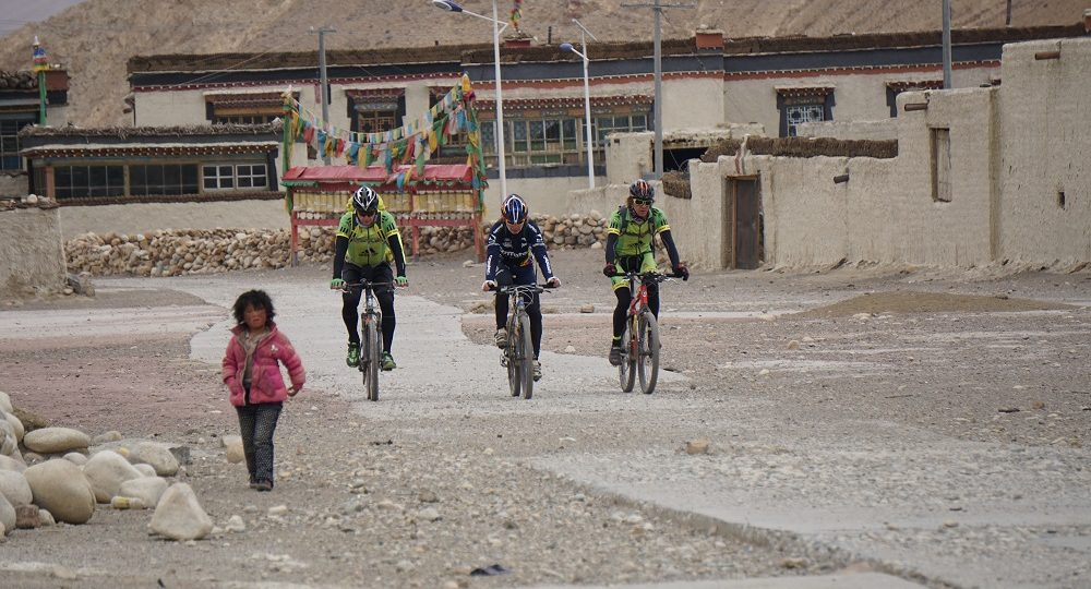 Tibet Cycling trek
